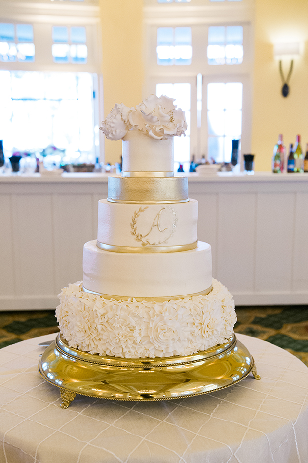 hotel wedding, wedding cake, white cake, cake inspiration