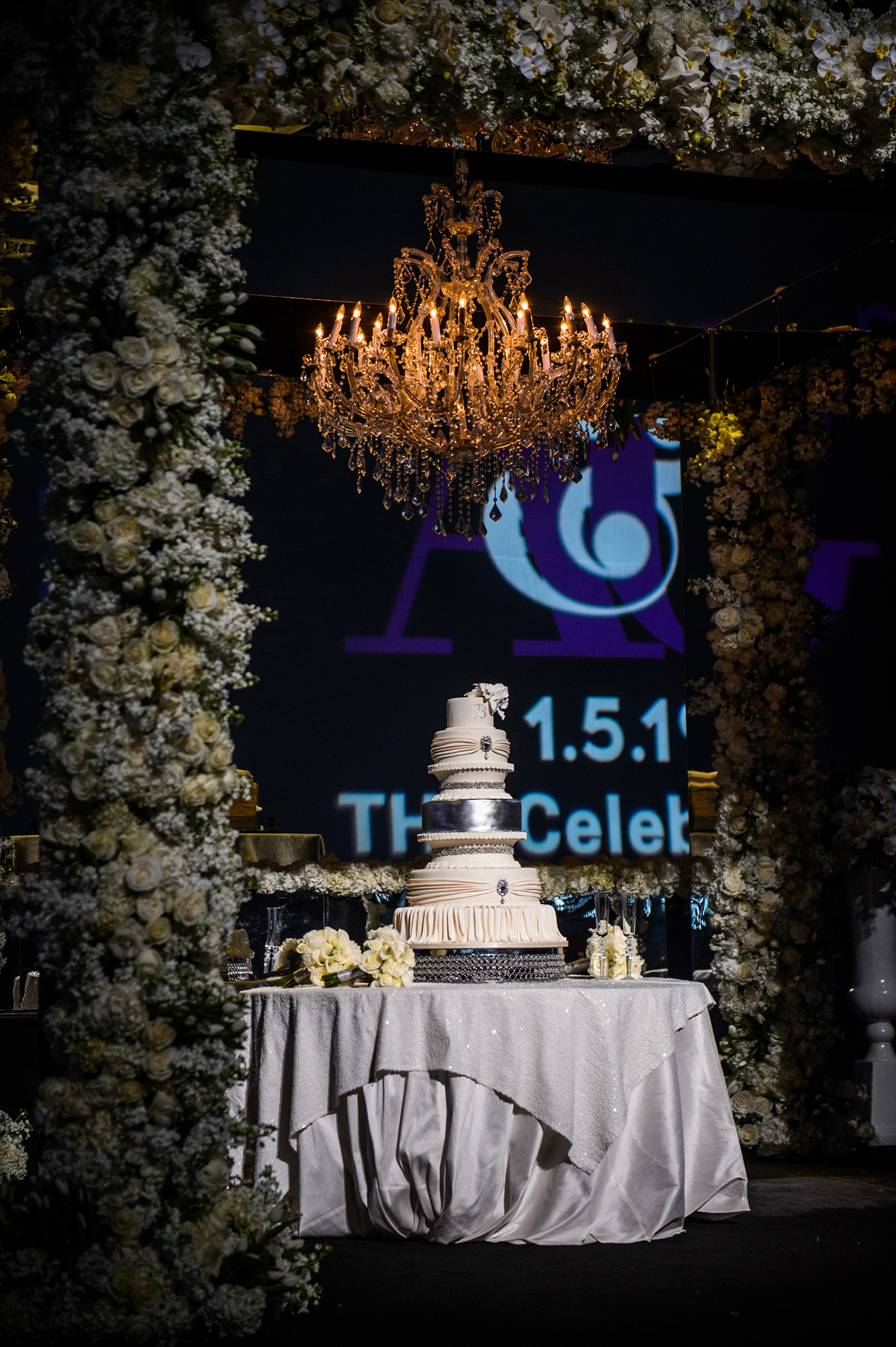 wedding cake design - display - silver, white, purple