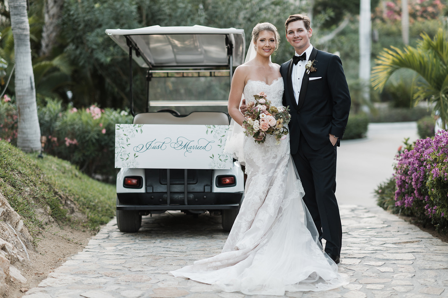golf cart decorated for just married newlyweds