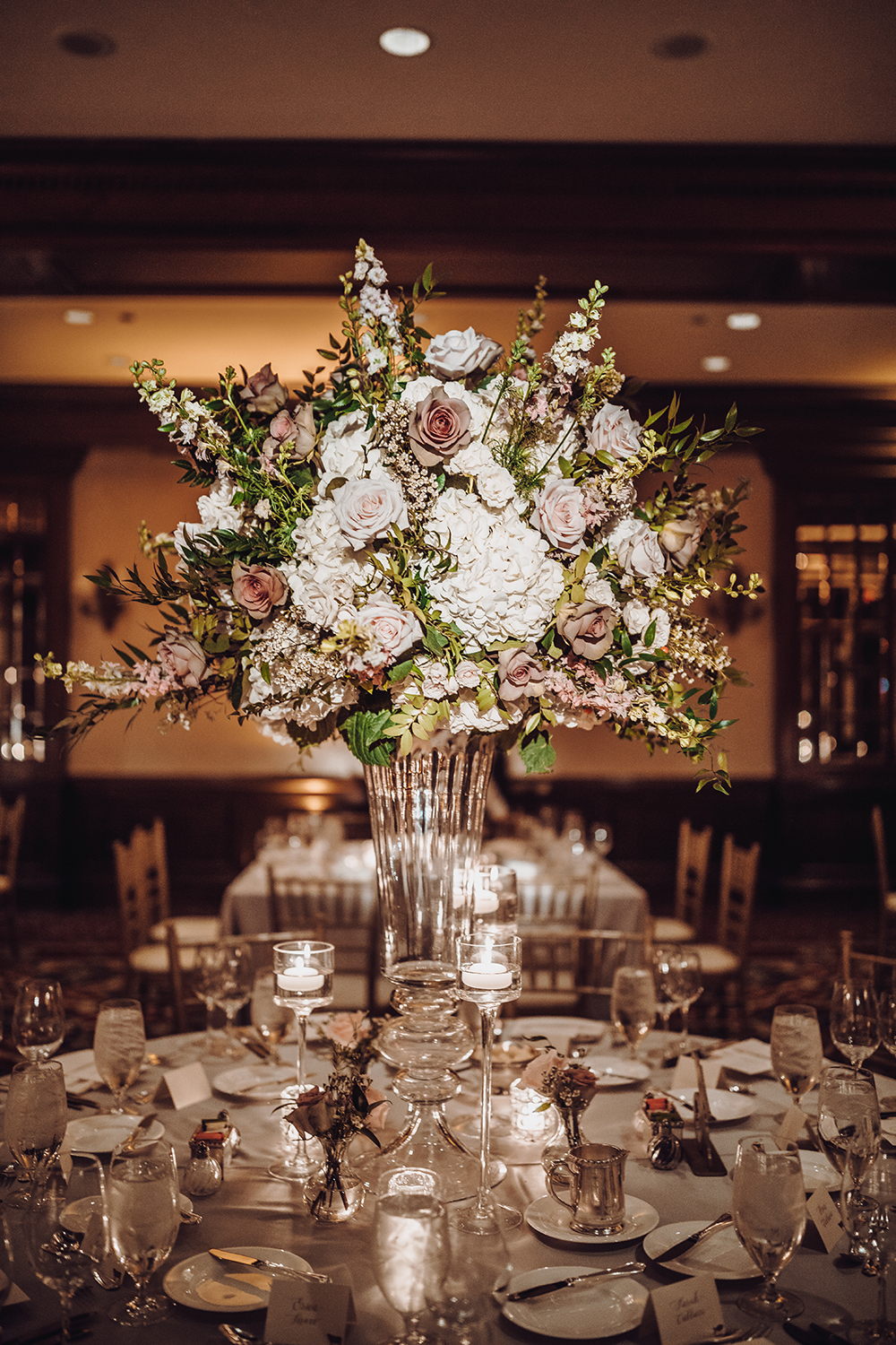 tablescape decor for ballroom wedding at houstonian hotel