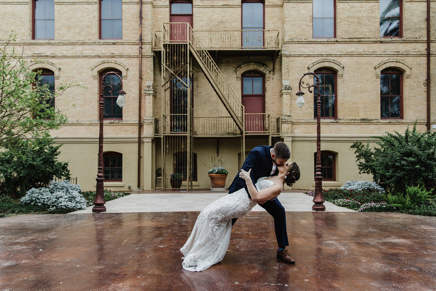 dance - outdoor wedding - dip - photo ops