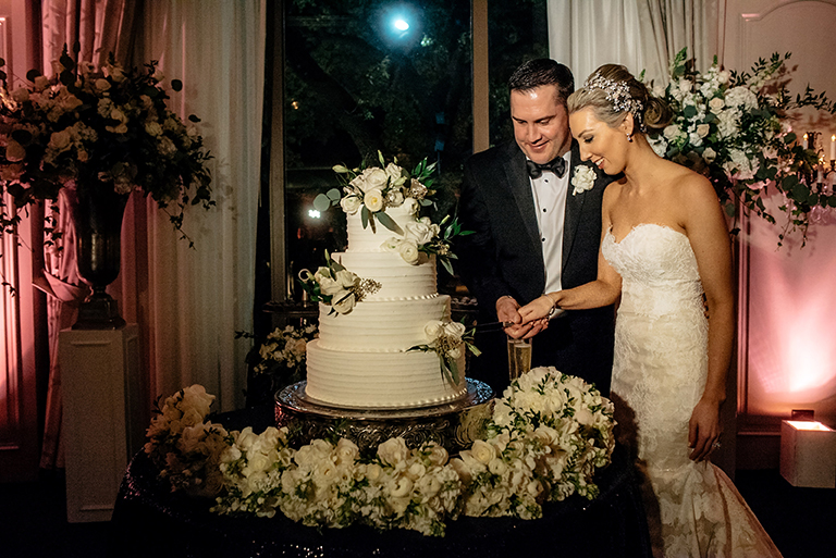 houston wedding, bride, groom, wedding cake, cutting the cake, cake inspiration