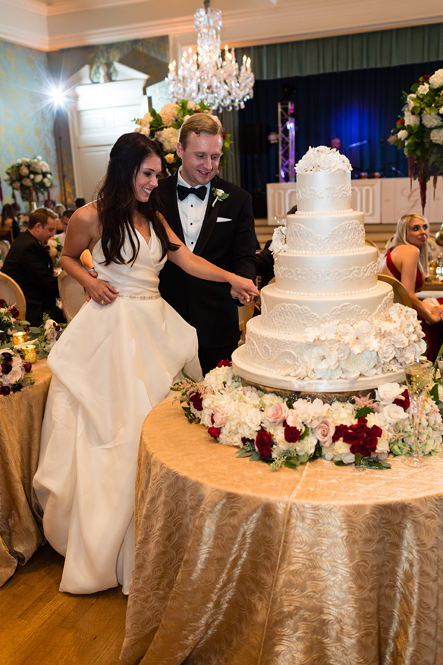 houston wedding, wedding cake, cake cutting, edible designs