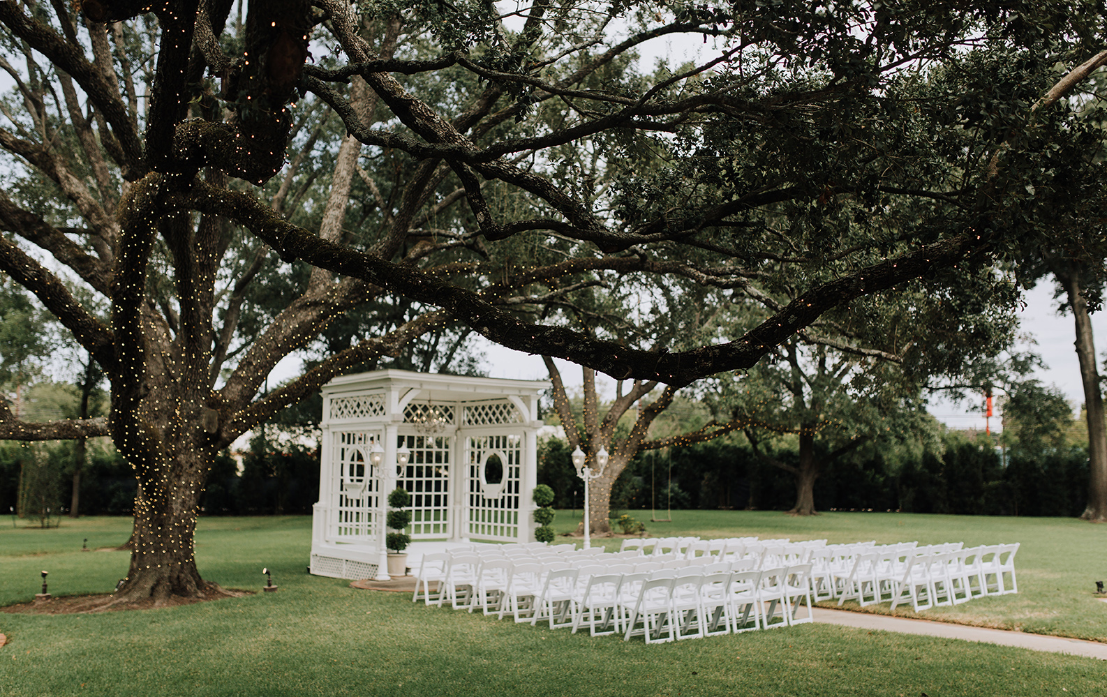 gazebo, outdoor ceremony setup, garden wedding, wedding photography