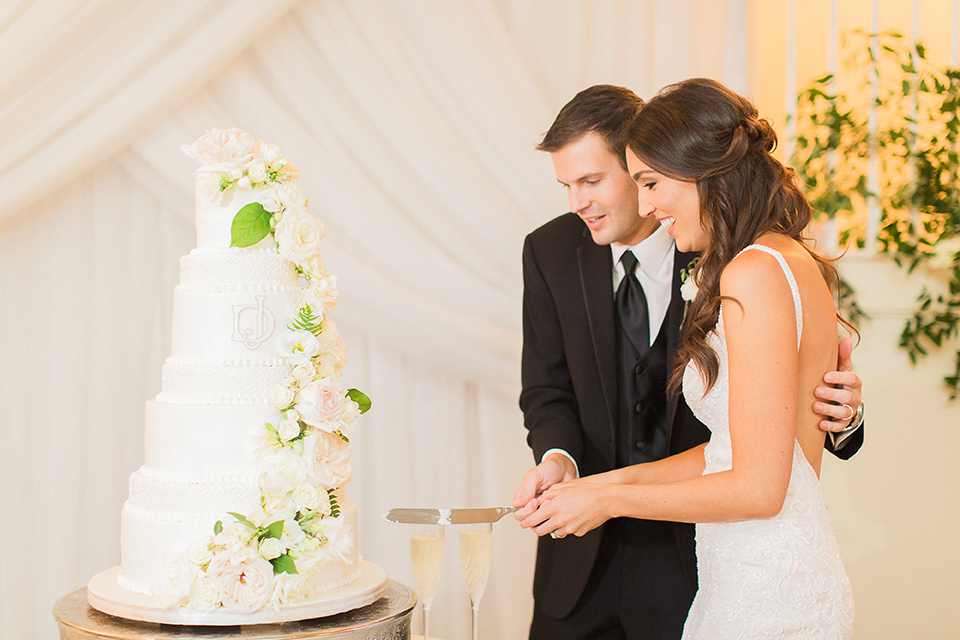 houston wedding, white wedding cake, floral cake toppings, cutting the cake