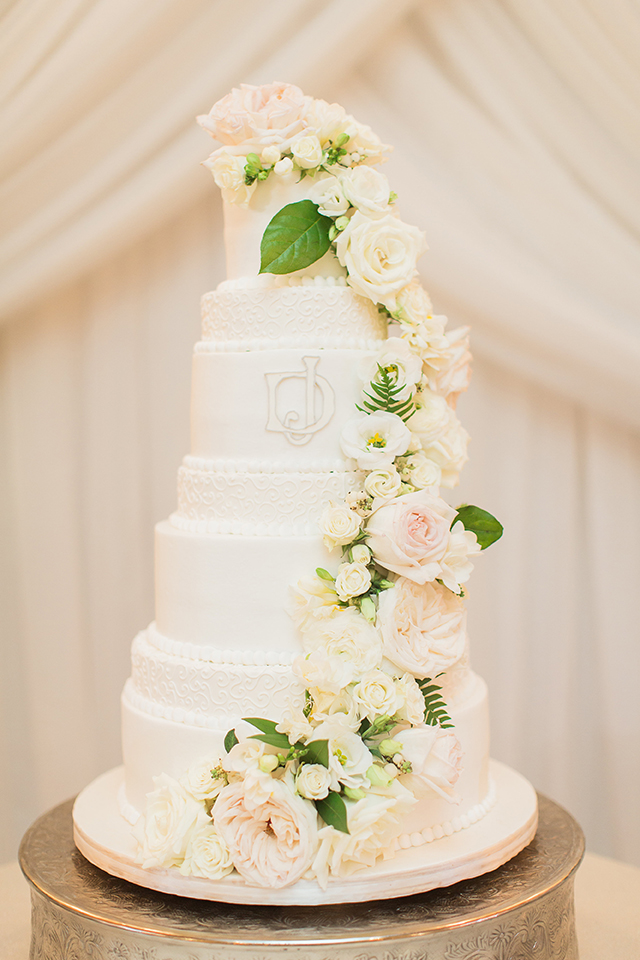 houston wedding, white wedding cake, floral cake toppings