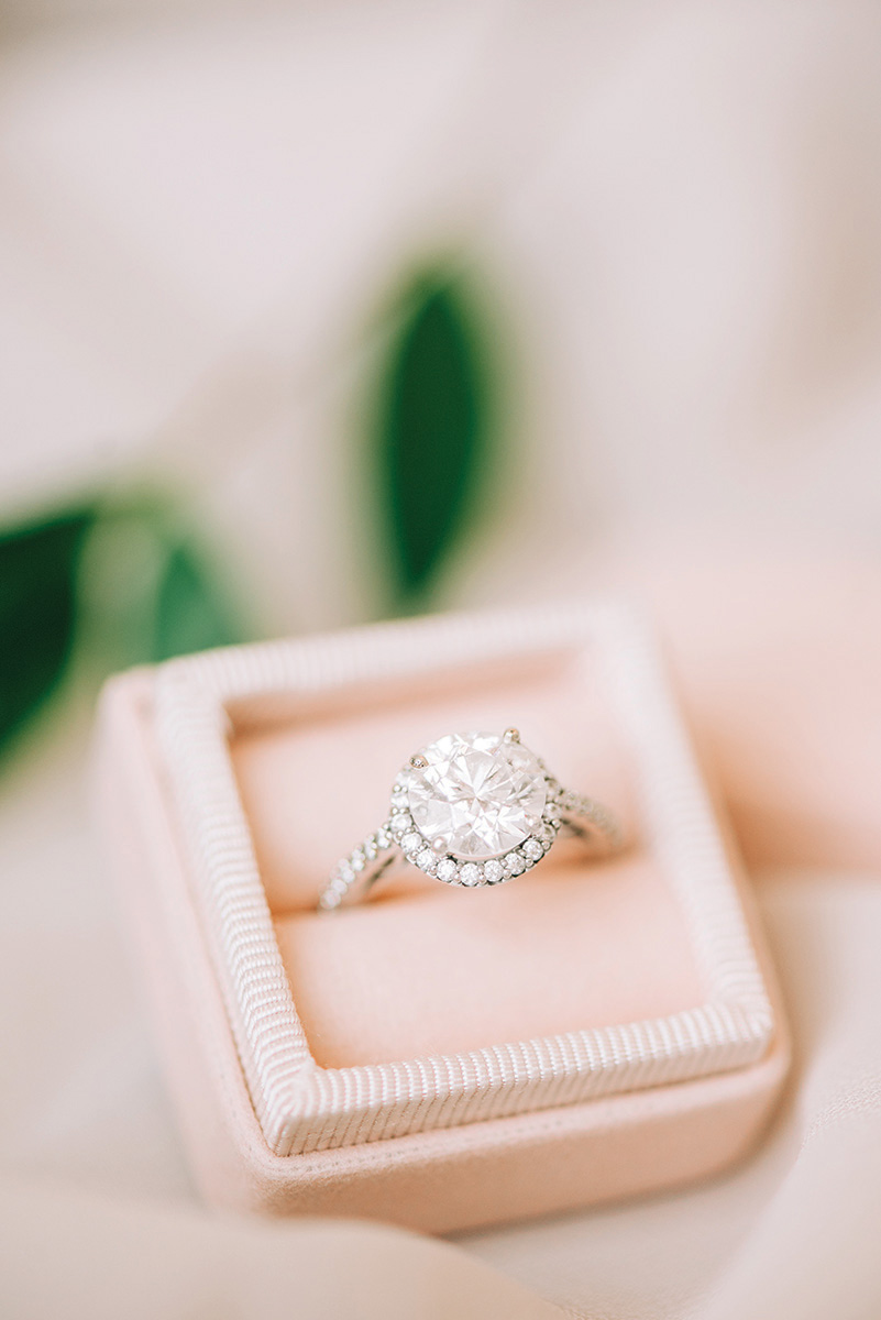engagement ring - solitaire - halo - round