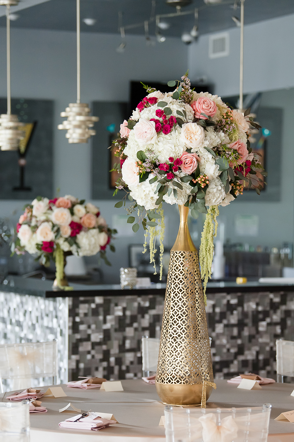 gorgeous bouquet centerpieces with gold vase