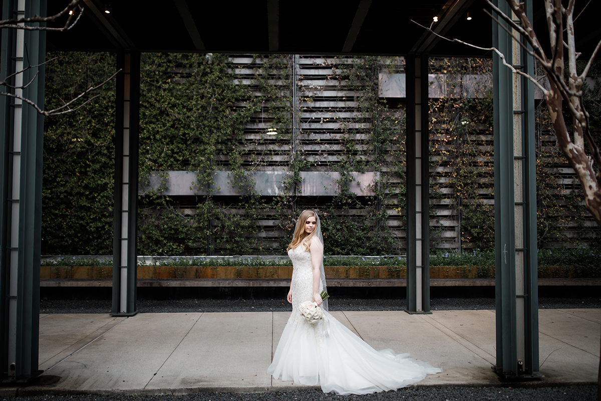 bridal portraits - outdoor spaces for photos in houston