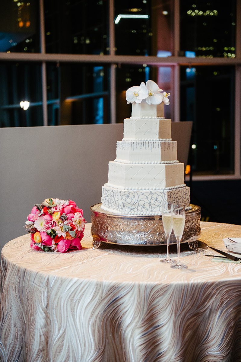 houston wedding, wedding cake, white cake