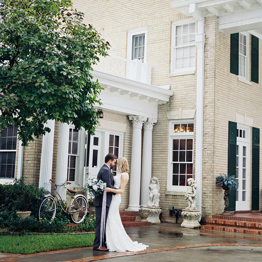 real wedding in houston, texas - inspiration - wedding theme - elegant, simple, vintage garden