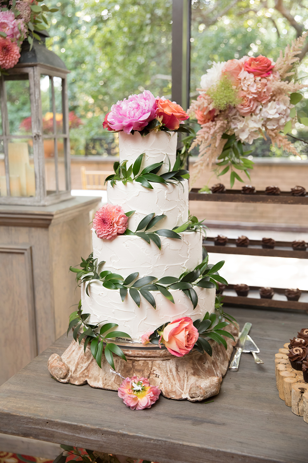 Houstonian Hotel, cake, susies cake, confections, susie, susie's, flower, pink, wood, tower, rustic