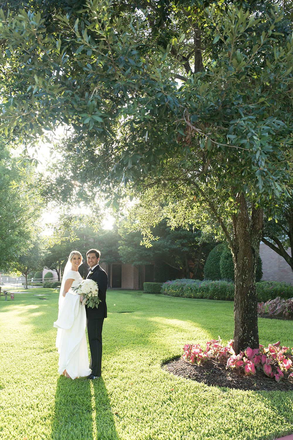Houstonian Hotel, couple, tree, rustic, outdoor, wedding, houston, landscape