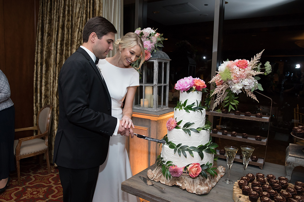 Houstonian Hotel, Susie's, Cakes, Tower, cake cutting, couple, reception, tower, floral, cupcakes