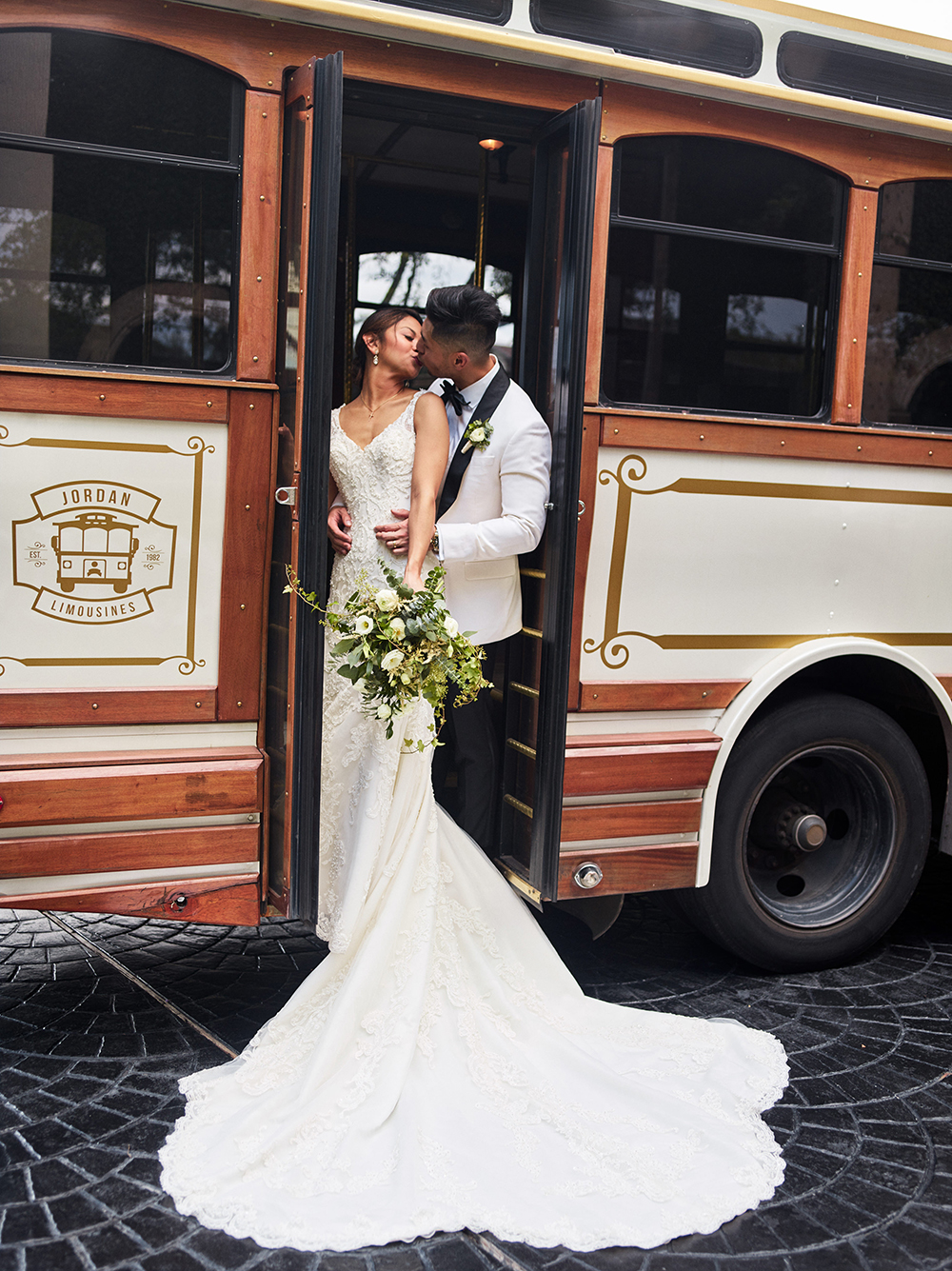jordan limosuines - trolley photography at houston wedding