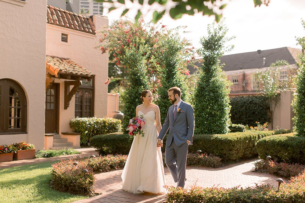 patio wedding photography houston, green and coral wedding