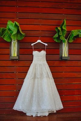 Lezu wedding dresses for Wedding dress sample sale houston