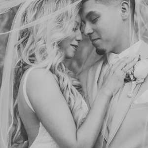 houston wedding, couple, bridal shots, bride, groom, veil, black and white