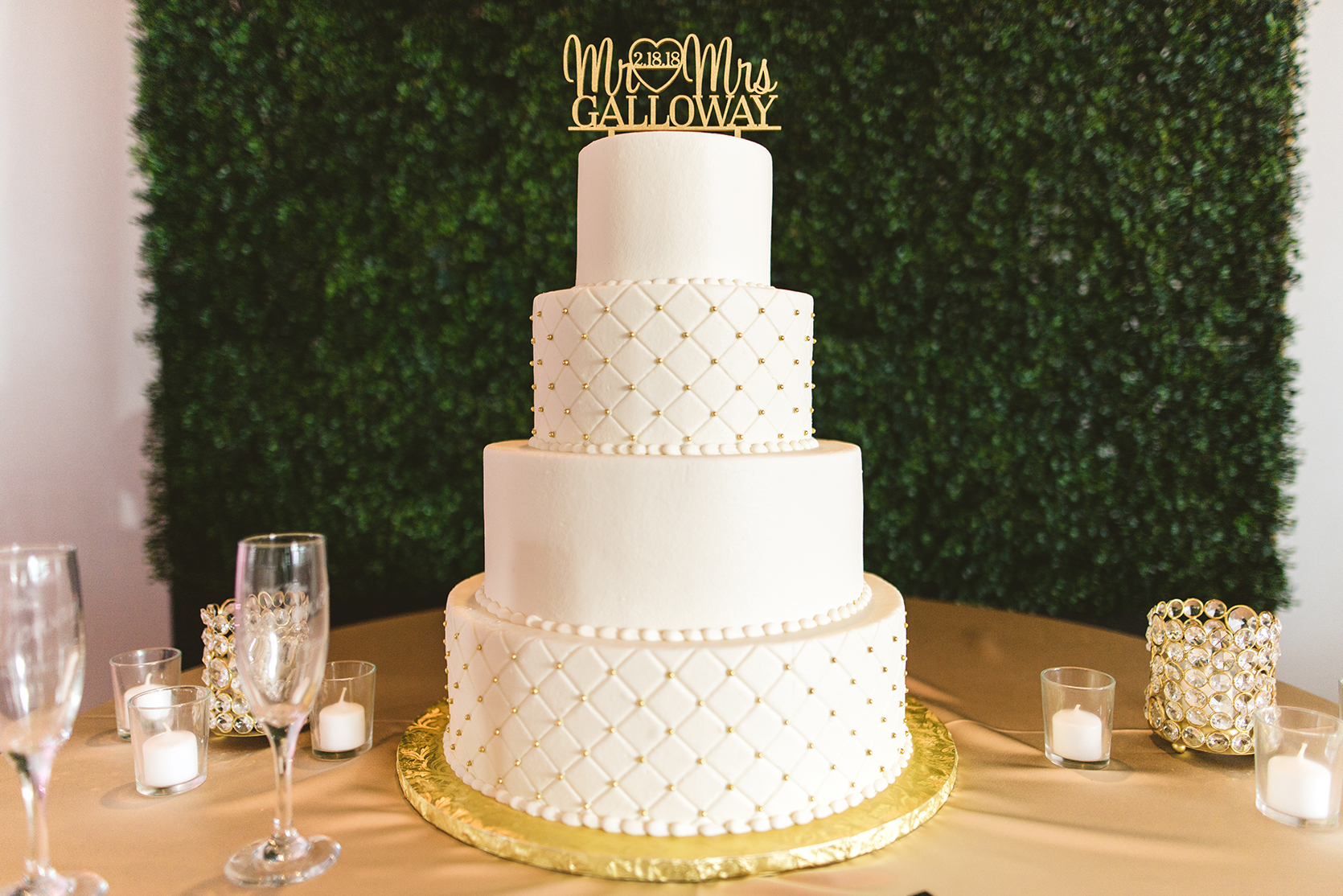 houston wedding, wedding cake, white cake, gold, susie's cakes & confections