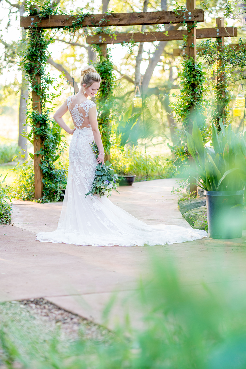 outdoor spaces for photos at country wedding venue near houston
