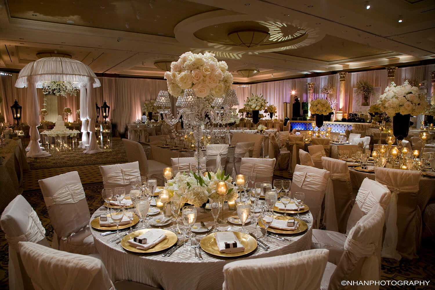 Omni houston hotel venues weddings in houston for Cheap wedding decoration packages